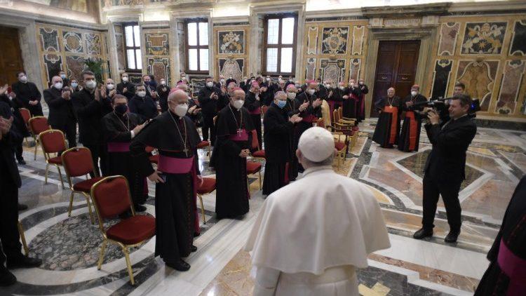 Francisco y obispos italianos