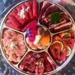 Image for the Tweet beginning: 日本の皆さん朝から肉肉でごめんなさい。#焼肉ホルモンガっつ宮古島店 さんのテイクアウト期待以上。バラをロースとハラミに変えていただき、これで4000円。大変お得です🗣 #宮古島エール飯