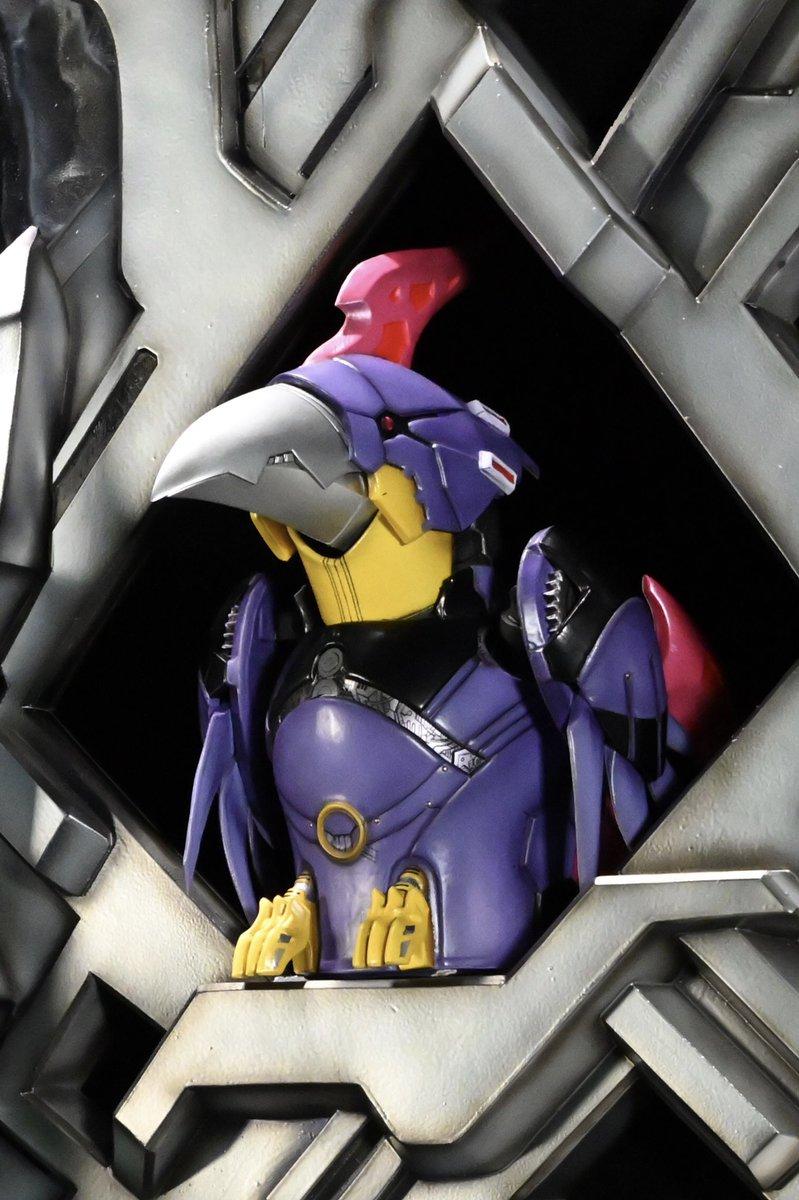⠀ 45/ ⠀  ⠀/ (○ V○) キャスト公カーイ!  トジテンド大王、ボッコワウスの寵愛を受ける鳥型ロボット「ゲゲ」!  演じるのは #鈴木達央 さんカーイ!!  いつもクールで賢しい? 計算高い? なんだか油断ならない怪しい鳥なんだカーイ!!🦜  #ゼンカイジャー