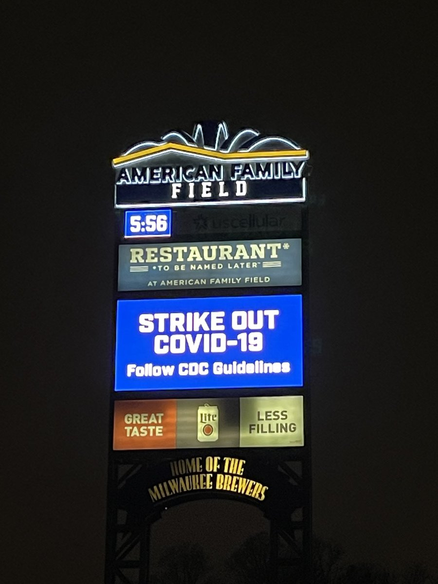 Looking good Milwaukee! Love the new lights from I-94. Great teamwork between @AmFam and ⁦@Brewers⁩ coming to life!