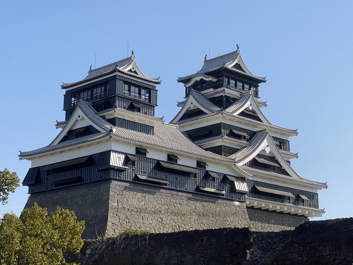 ねえ見てーーーー!!! 足場が全部取り外されてるよーーー!!! 熊本城天守閣が復活してるよーーー!!!