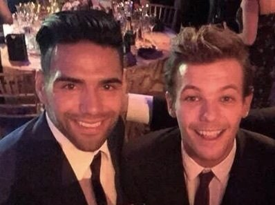 @Louis_Tomlinson Louis you remember this moment with Falcao? @Louis_Tomlinson (By the way, your album is my favorite💙)