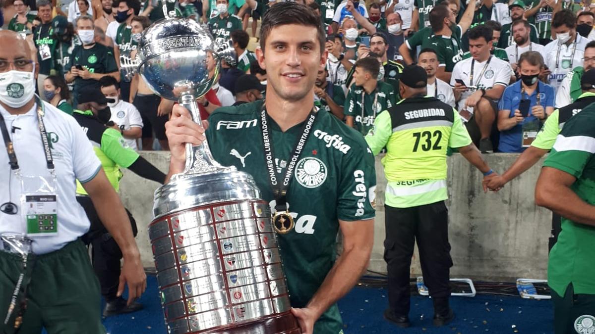 """Universidad Católica on Twitter: """"¡Felicitaciones, Benja! 🥳🏆 Benjamín Kuscevic se proclamó campeón de @Libertadores junto al @Palmeiras 🇧🇷 y es el primer chileno en ganarla con un equipo extranjero desde el gran"""