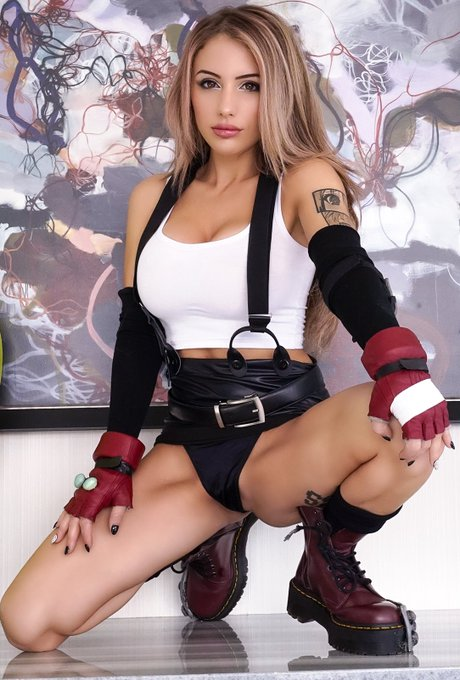1 pic. Tifa can Lock your heart out. Happy Anniversary FFVII https://t.co/FkrHMd36wO
