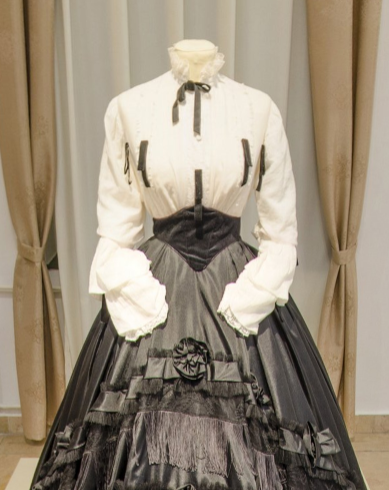 ハンガリーのケチケメートで開催されていたエリーザベト皇后(シシィ)についての展覧会が、外出制限のため、オンラインで見れるようになりました ()。