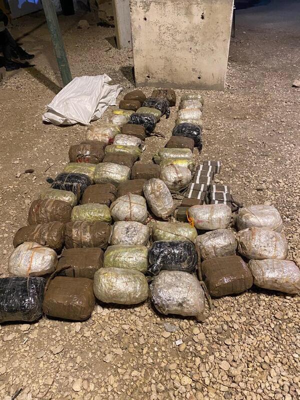 أفيخاي يغرد : قوات جيش الدفاع تلقي القبض على 5 مشتبه بهم في عملية تهريب مخدرات من مصر الى اسرائيل وتحبط محاولتهم ب…