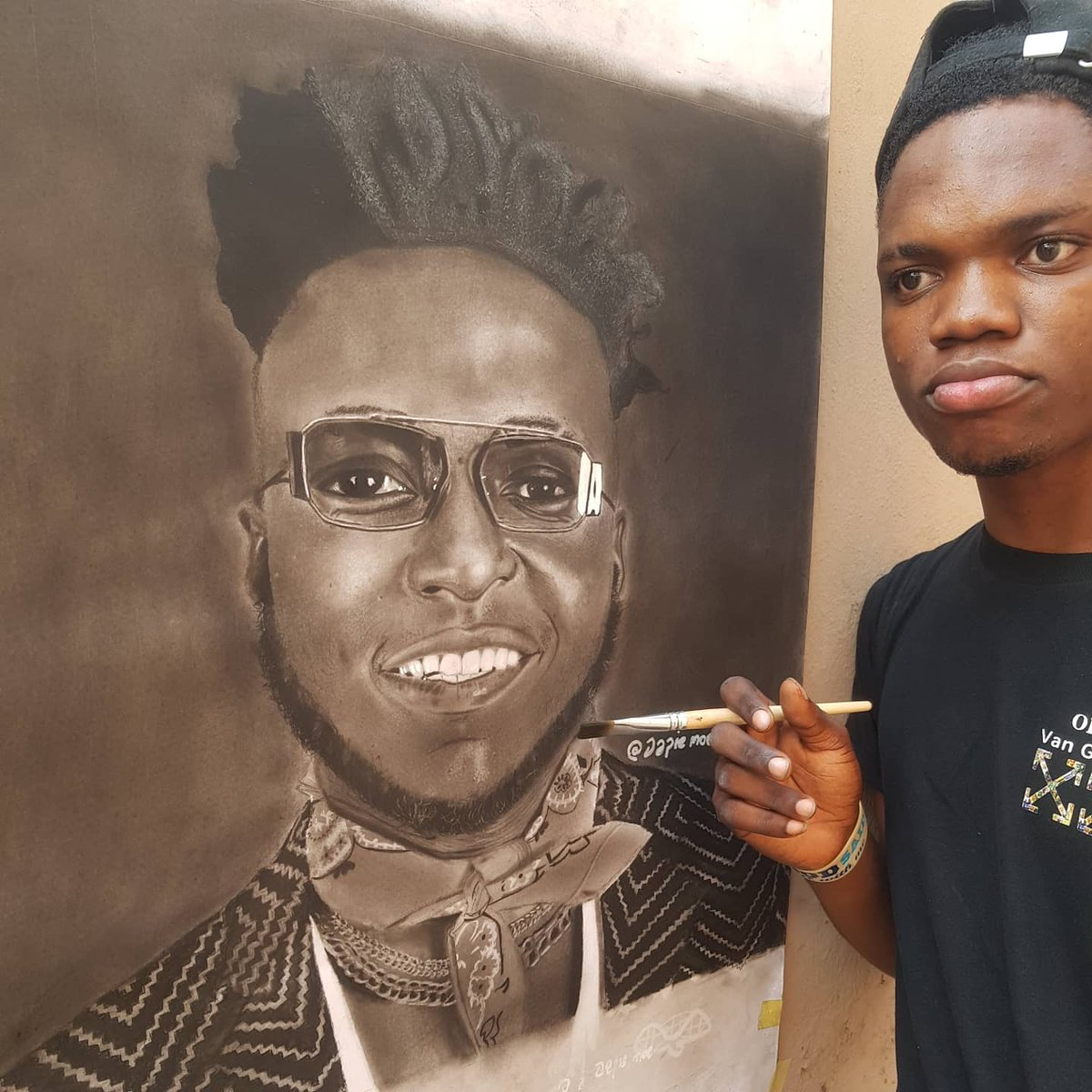 The charcoal portrait of @djkaywise done by me 😜 Size:24 by 24 inches.. Please help me to retweet and tag him till he sees it 🙏🙏🙏  @djkaywise   #artshare #DrunkardDonkeyAJITH #bodypositivity #Cuppy #EricaNaYourMama #awesamtwtselfieday #AbujaTwitterCommunity #EqualityManVIJAY
