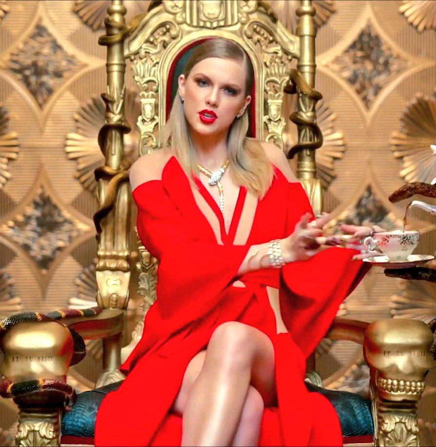 🚨 Taylor Swift is once again officially the #1 Most viewed female artist (lead) of ALL time on YouTube in History surpassing Katy Perry with 21.8 BILLION views.