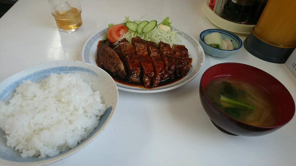 大衆食堂 とみ@木更津昭和感溢れる定食屋さんにて、ポークソテーライス(1100円)。極厚の豚ロースは、濃い目のソースでご飯ワンバン必須。