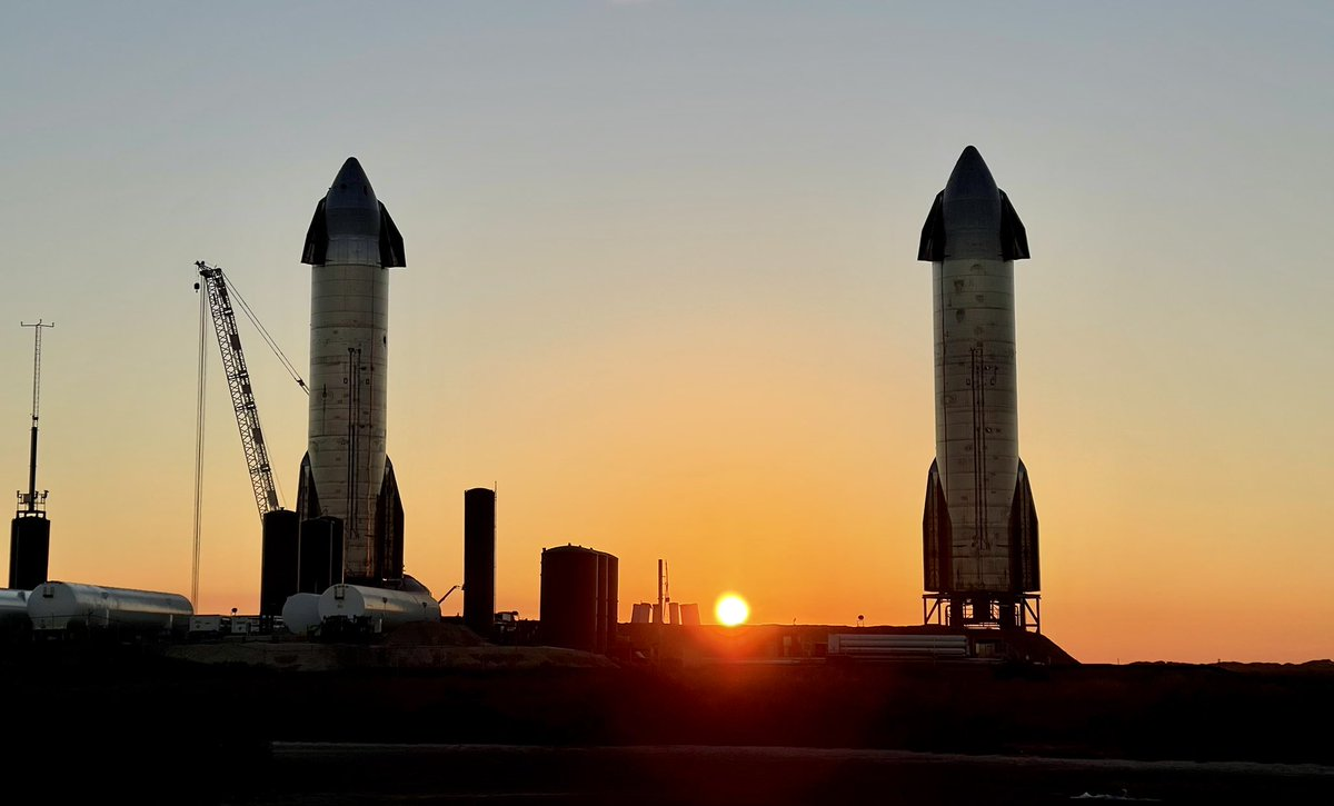 Possibly the last sunrise with Starships SN9 and SN10. It looks like a beautiful day for a flight. 😍🔥🚀🔥 @NASASpaceflight