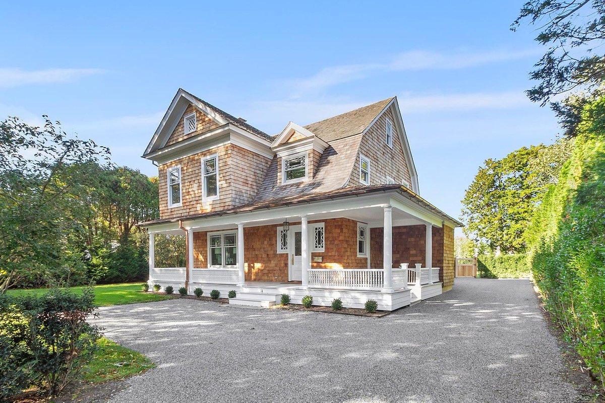 Brand new home located on historic Huntting Lane in the heart of East Hampton, Village South, near the Maidstone Club    #14HunttingLane #DEHamptons #Hamptons https://t.co/bbzbkFTiRG