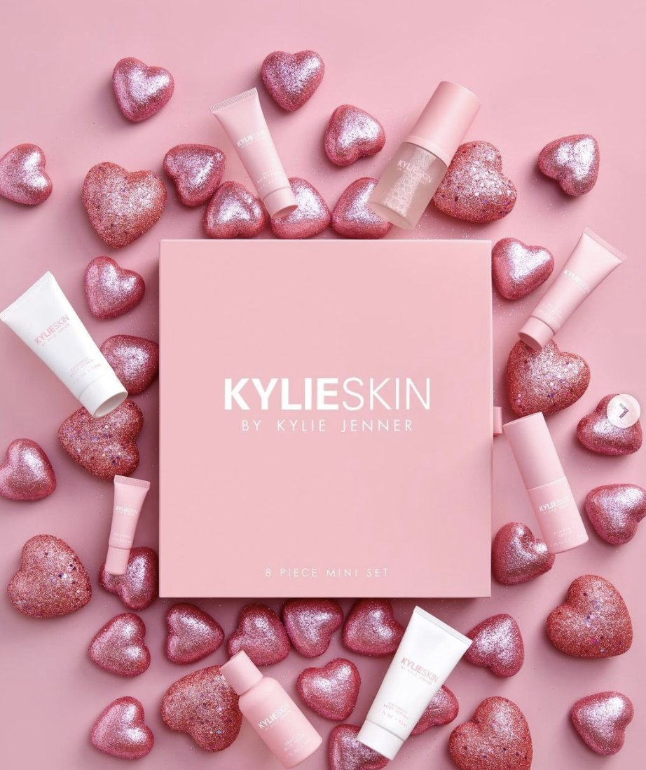Celebrate Valentine's Day with @kylieskin's limited edition, gorgeous 8 piece mini set !! 💝 Too cute @kyliejenner!!!! The perfect skincare gift this year for Valentine's Day ❤️ Shop NOW before they sell out,