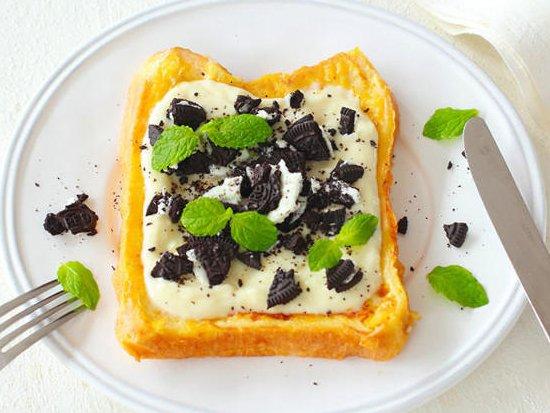 【ほんのひと手間でご褒美スイーツ】毎月5日はチーズケーキの日!食パンでチーズケーキが作れる、簡単アレンジレシピをお届けします。・ほろ苦オレオチーズケーキ・キャラメルアップルビスケットチーズケーキ・宇治金時チーズケーキ