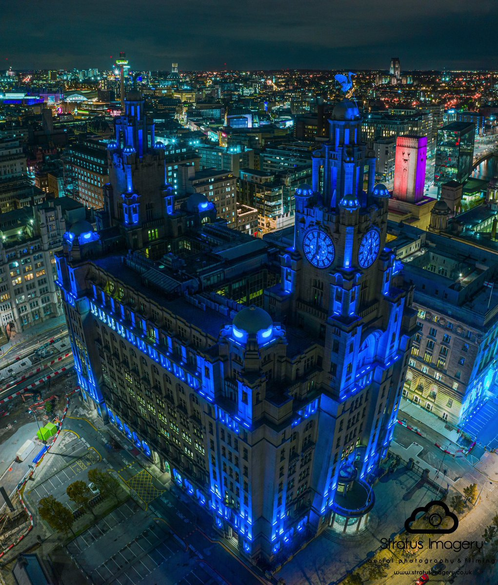 Liverpool's iconic Royal Liver Building lit up blue last night in honour of #CaptainSirTomMoore. A true inspiration.💙  #RIPCaptainTom #Liverpool