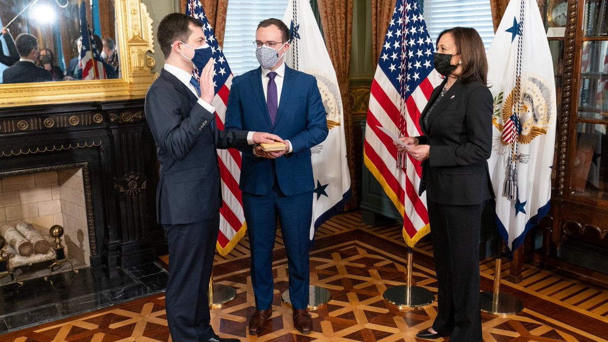 This morning, I swore in Pete Buttigieg as Secretary of Transportation. @SecretaryPete is a true problem-solver. He will bring people together to strengthen our nation's infrastructure. And he will keep breaking boundaries while he's at it. Congratulations, Mr. Secretary.