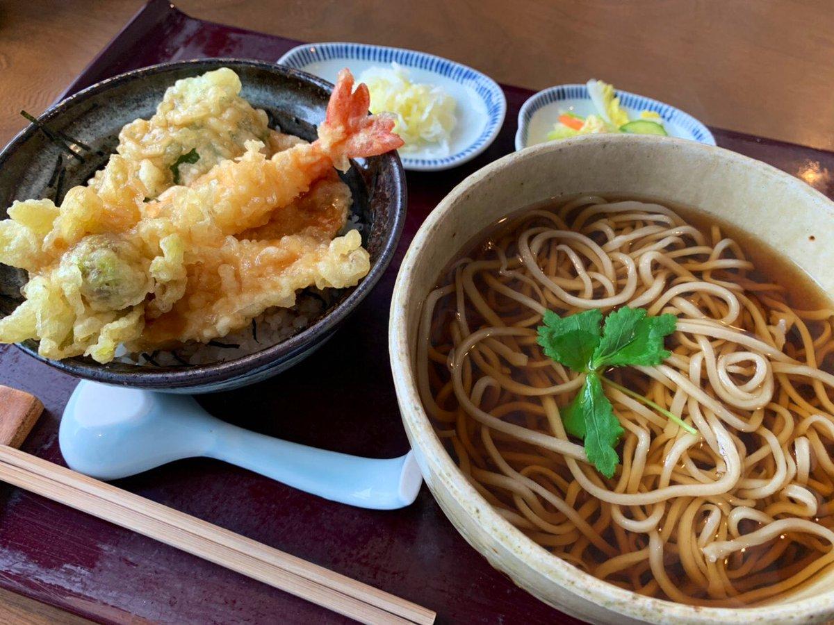 新潟中央卸売市場方面にある『河辺の里 あが家』で蕎麦ランチしたよ😃窓の外は雪景色と阿賀野川。静かで落ち着いた手打ち蕎麦のお店だよ✨セットのミニ天丼がめちゃ旨し!蕎麦は柔らかくて優しい味わい✨今日は立春!ふきのとうの天ぷらに小さな春を感じたよ😃🌸#あが家