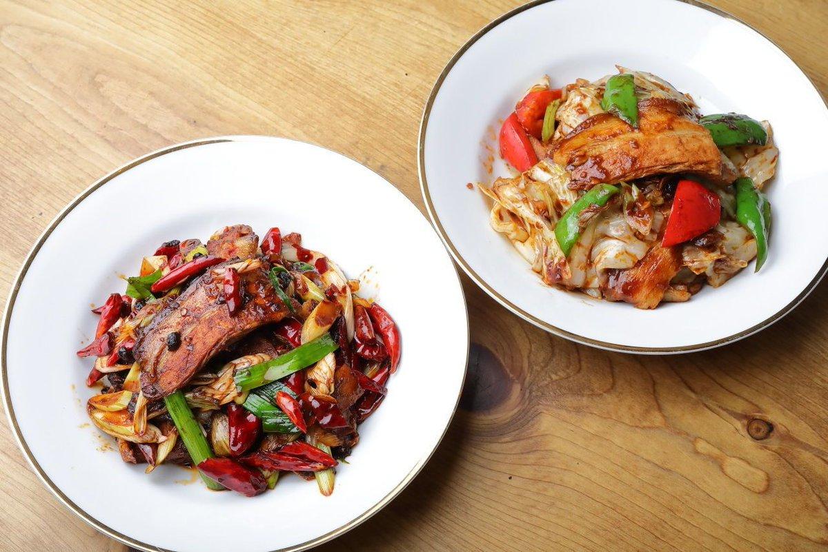 ふたつ比べると大陸中華と日本式の中華はまったく別物だなあと改めて。四川風のはスパイスを簡略化して家で作ってみたい。/四川料理のスゴい人に四川風と日本式の2種類の「回鍋肉」を作ってもらったらどっちもウマくて驚いた