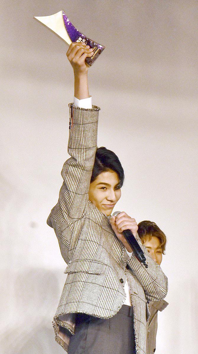 🏆 WEIBO Account Festival in Japan 2020Snow Man、2年連続で《人気グループ賞》受賞❗「9人で来られて嬉しい」✨ラウール&目黒蓮&阿部亮平が中国語スピーチ📸 昨年は岩本照、目黒蓮、ラウールの3人で#SnowMan #weibo #微博 #微博日本群英会