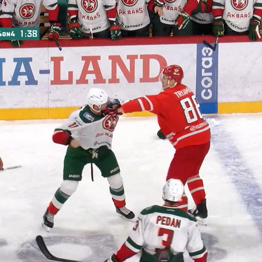 "It's tough to fight a bigger guy.  🔴 Tryamkin – 115 kg (253 lb), 202 cm (6' 6"") ⚪ Fisenko – 94 kg (207 lb), 187 cm (6' 1"")"