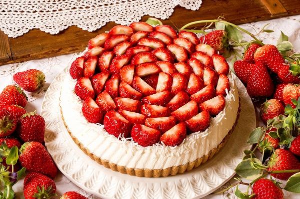 【超贅沢】「キルフェボン」でイチゴづくしのイベント開催!白いちごや紅ほっぺなど、様々な旬のイチゴをたっぷり使った全10種類のタルトが登場。22日~28日の1週間開催する。