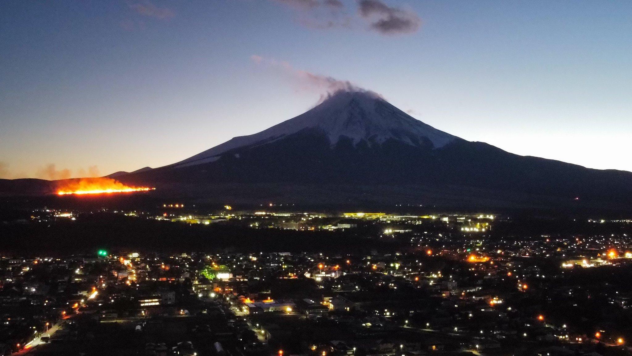 北富士演習場の火災現場の画像