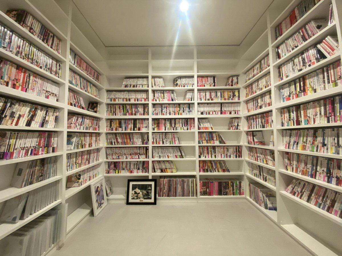 私のBL漫画部屋が完成😍まだまだ買えるね😚