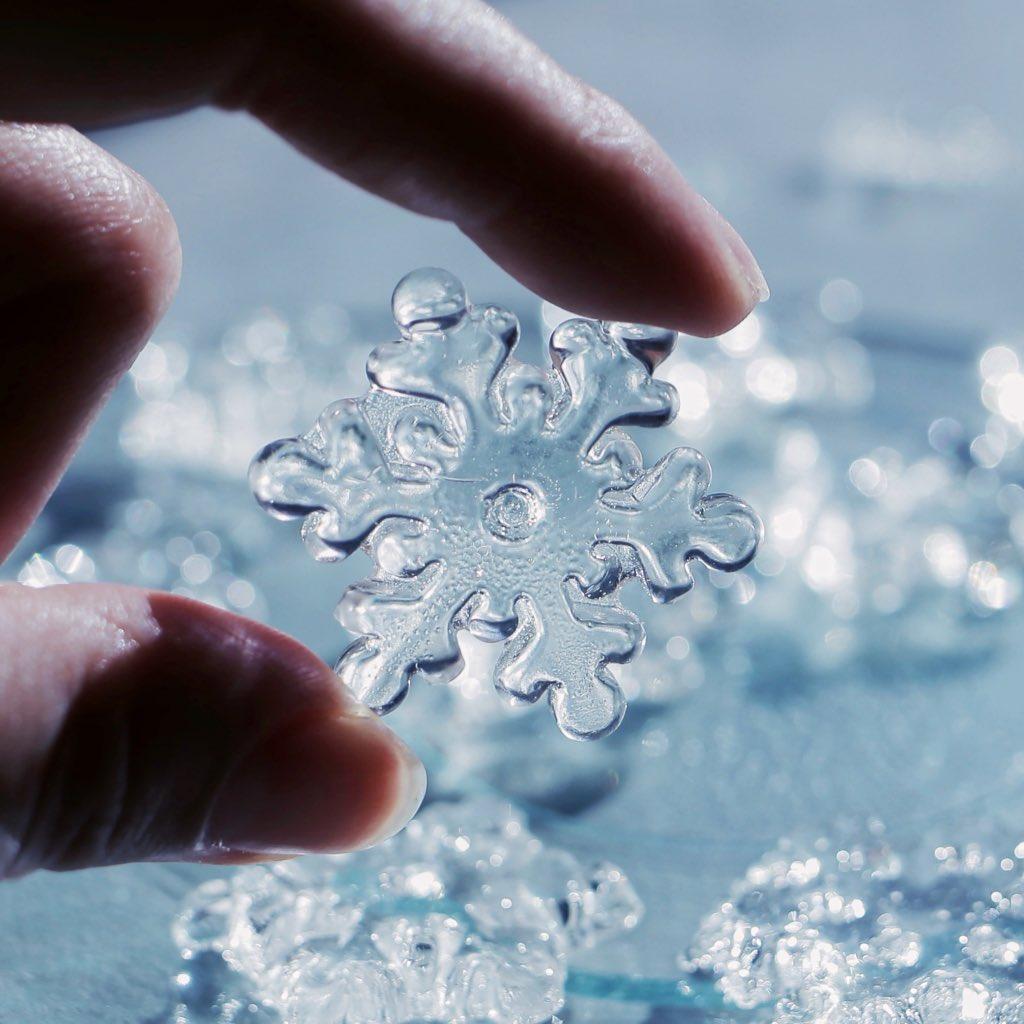 雪の女王のおやつ。アメでできた雪の結晶❄️