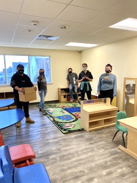 A day for improving communities through volunteer service, #MLKDayOfService was eventful for our #UWGLV VISTAs who helped the @GV_YMCAorganize classrooms & prepare their new childcare wing at the #SlateBelt location 🧩🖍 #LIVEUNITED #UnitedWeCan #UnitedWeWill