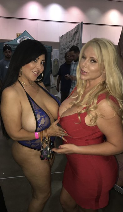 Cum see me & @sexyKarenFisher live tomorrow night at 8:30 pm Pacific standard time Feb 12 Friday on https://t