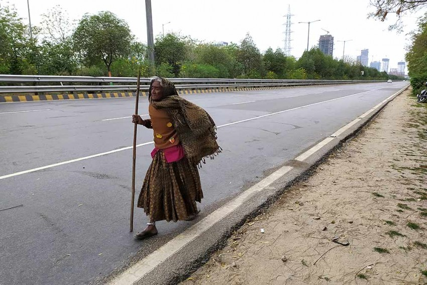90 yrs, Kajodi, Delhi stallholder, walks 400 kms to home village in Rajasthan after Lockdown.