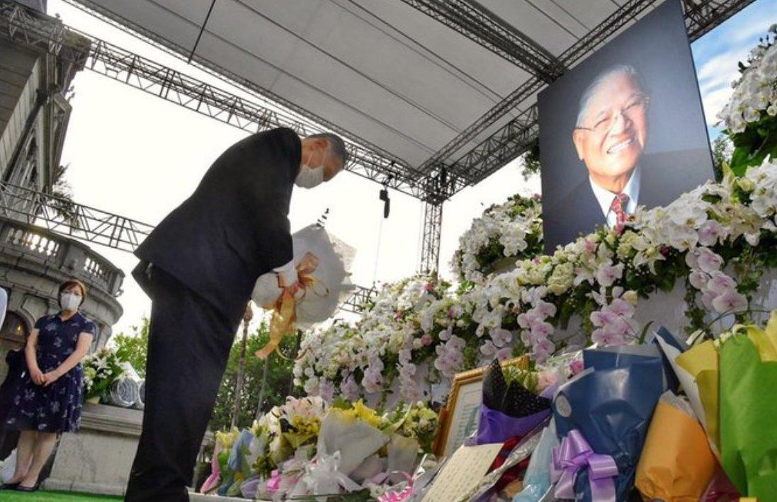 #森喜朗さんありがとう が大反響。辞任を惜しむ台湾の声が私にも。敢然と李登輝氏に訪日ビザを出し、氏の葬儀でも「どの国よりも早く日本の政治家が行かねばとの声の中で参りました。日本人に誇りを持てと訴え続けた李登輝先生。友情と尊敬は一度も揺らいだ事がありません」と語ってくれた。ただ感謝。