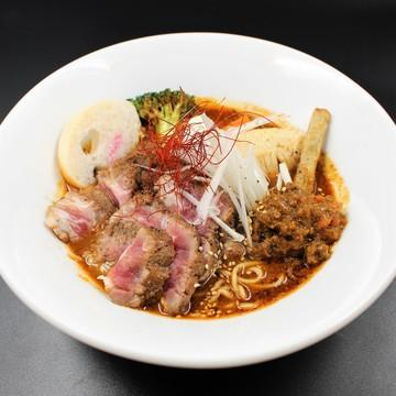 珍しい羊骨で出汁をとったラーメンも評判です。札幌名物であるジンギスカンとスープカレーとラーメンを一度に楽しめます。 月次 2021年02月05日