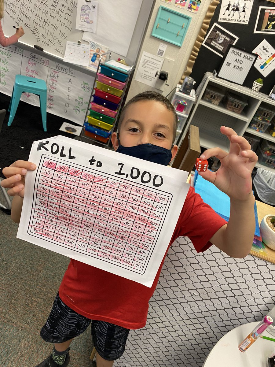 Another round of 10 groups of 100 days of school for @MsGarciaSecond class @Longbranch_Elem !