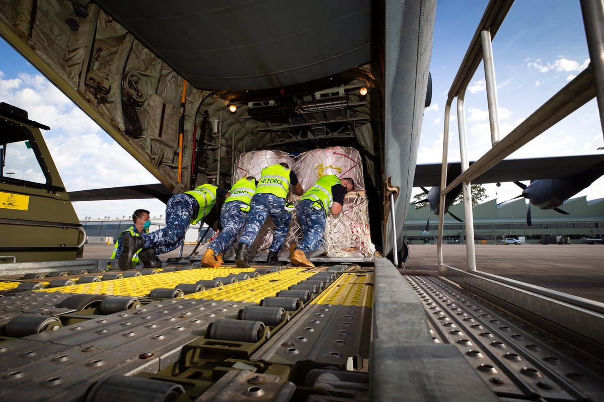 #YourADF continues to support WA's ongoing firefighting efforts. An @AusAirForce C-130J Hercules loaded with 15.6 tonnes of aerial fire retardant has landed in WA, having flown from #RAAF Base Richmond in NSW. @deptdefence @D_LittleproudMP
