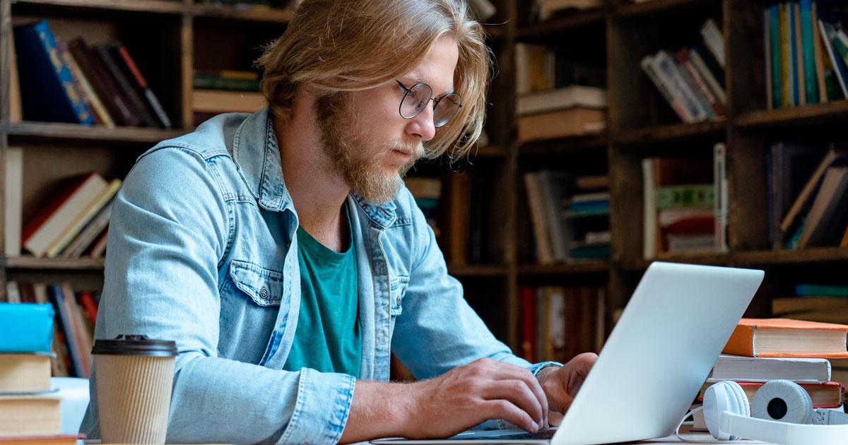 Onlineundervisning går ud over studerendes faglige udvikling. Det viser en omfattende undersøgelse af forårets nedlukning. Tallene bekymrer @AneHalsboe , der er klar til at sætte ind med en særlig indsats https://t.co/yB3gVZ7K9p  #uddpol #COVID19dk #dkpol https://t.co/tPieJeo6e1