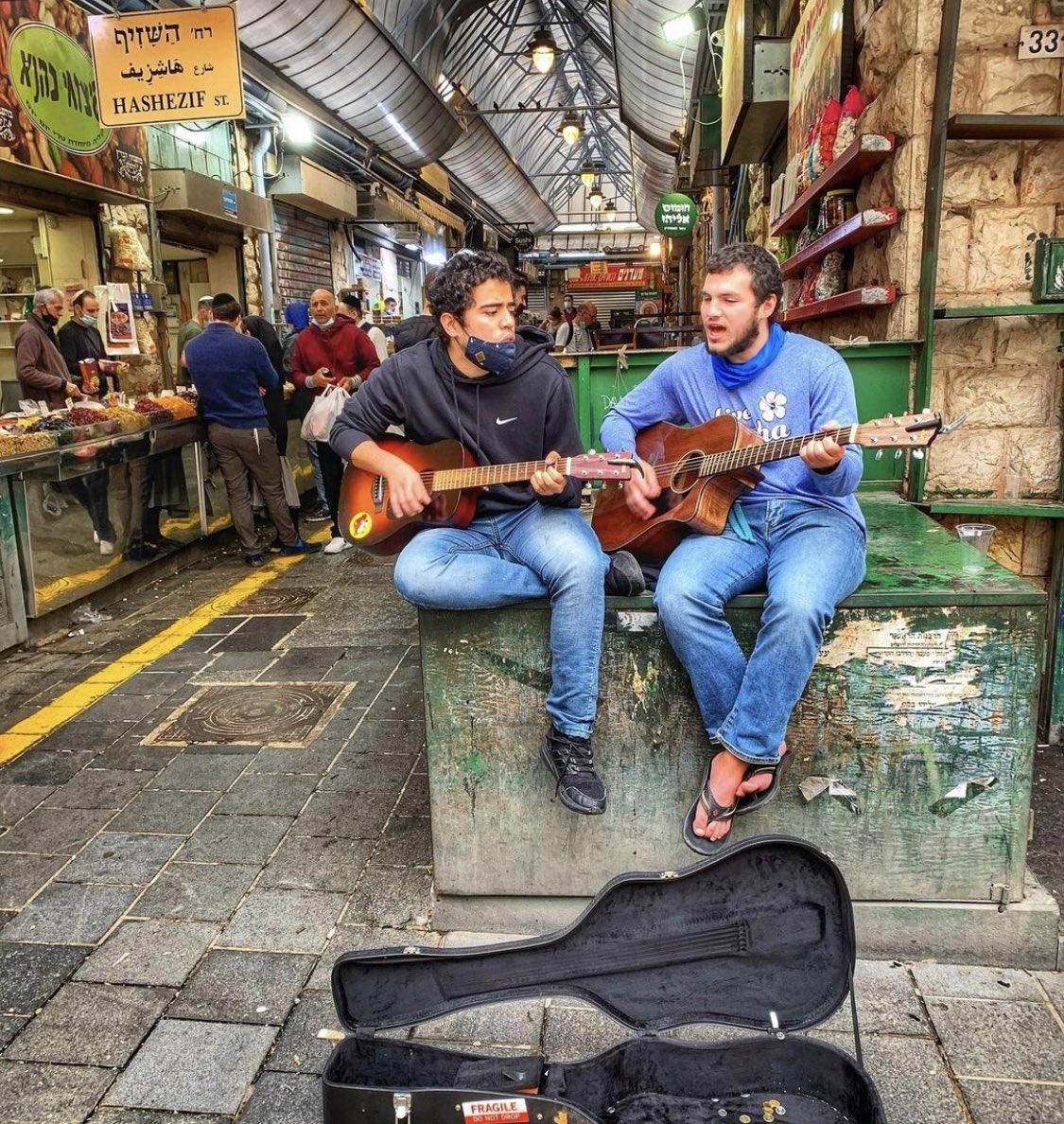 جمعة مباركة من سوق محني يهودا من بين اكثر الاسواق شهرة واهمية في اسرائيل  RamiCohen …
