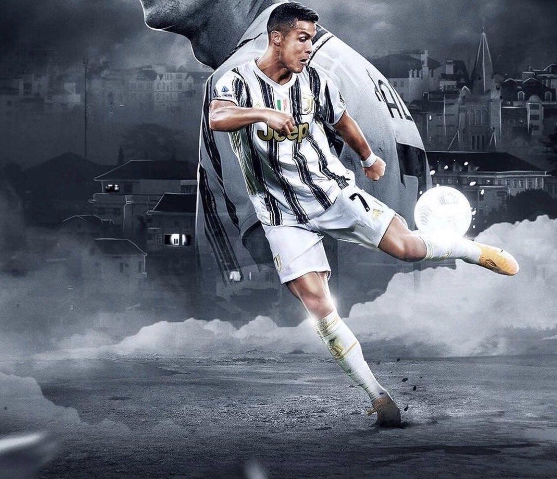 يحتفي النجم البرتغالي كريستيانو رونالدو اليوم بعامه الـ ٣٦ Repost Cristiano Ronaldo CR7JUVE