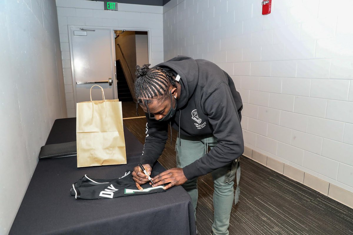 Check out Bucks Bids in the Bucks official team app for access to my game-used autographed gear. Thanks to my partner @igotitauction with all proceeds from the charity auction going to the @thejlhfund.   I Got It - Own your highlight of the game! Go Bucks!!! #bucksbids https://t.co/Zi5BC7XWKl