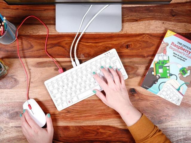 キーボード一体型ラズパイ4「Raspberry Pi 400」--「古典的なPCに触発」