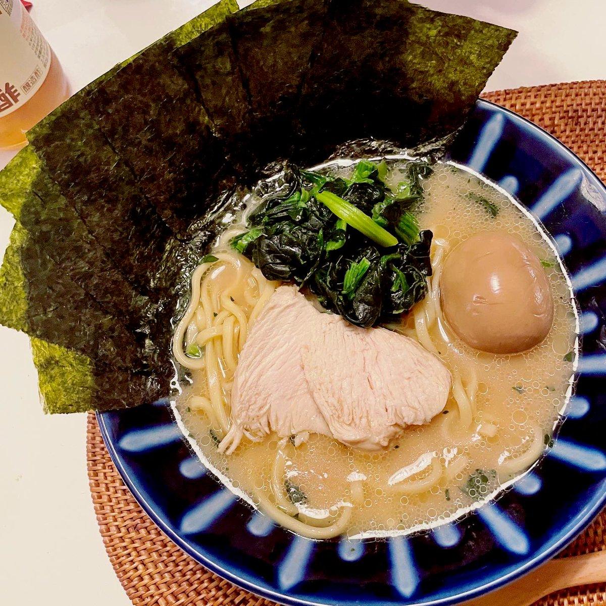 先週作ったのが美味しすぎたから、またもやおうちで家系(*´꒳`*)💓スープと麺以外は作りました♪また鶏胸肉チャーシュー🍜お野菜は夜たっぷり摂ります🤣#なつきcooking #おうちごはん #日本自炊協会 神奈川支部#Twitter家庭料理部#おうちラーメン #家ラーメン