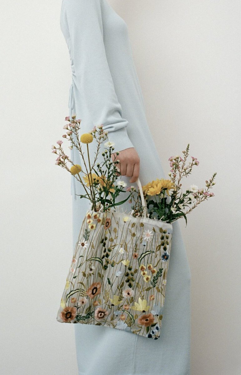 ZARAの刺繍トート、透け感が春夏っぽくて可愛いな💐✨