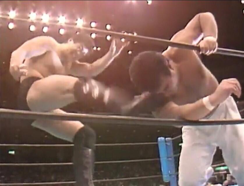 【#プロレス今日は何の日】1987年2.5両国越中詩郎vs高田延彦!IWGP.jr王座戦!こっしー背中打撲、高田右指骨折で臨む!指極め脇固めでこっしー防衛!指攻めていいんか!と詰める高田に、てめえだって(顔面)やってんだろうがっ!と怒るこっしー!😆今日もプロレス最高っ!