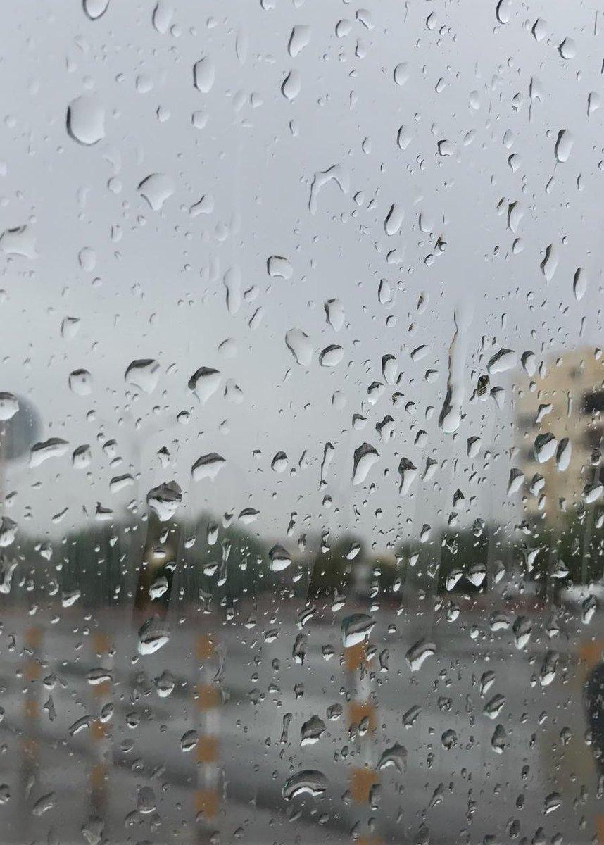 يخبرنا المطر ☃️ ؟ أنه مهما تأخرت أحلامنا سيأتي يوم وتهطل !!  اللهم نسألك مطر أمنياتنا .. ❄️