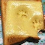 【犯人確定】明らかなる証拠が・・・!パンについた足跡だ~れ・とぼける猫