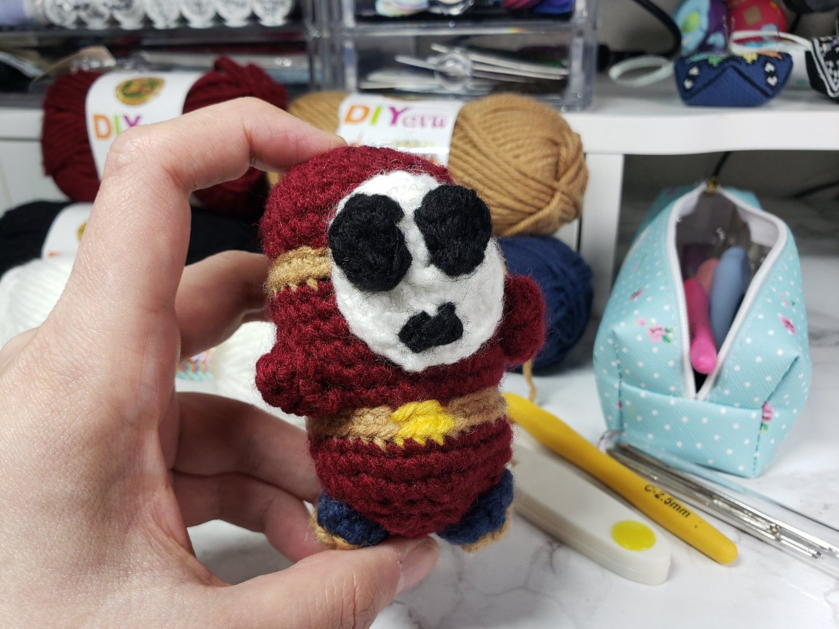 Sirithre - I TRIED, OKAY?! I DON'T KNOW WHAT I'M DOING.   Pattern by @itsKHook. Except mine looks nothing like hers.
