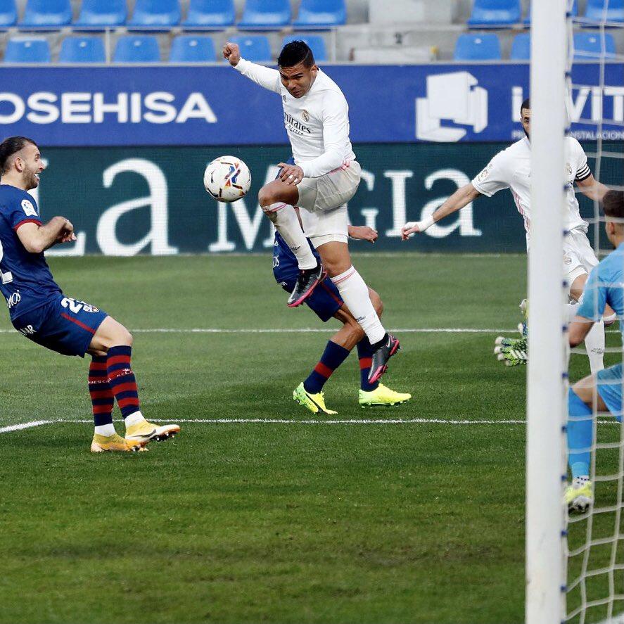 Luchar y no bajar los brazos. ¡Felicidades, equipo! ➕3️⃣⚽💪🏽   #HalaMadrid #RealMadrid #HuescaRealMadrid #RMLiga