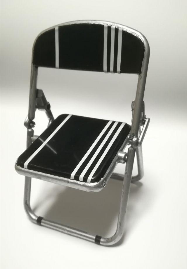100均でパイプ椅子があったので何番煎じかで4DX化してみた。 雑塗りなってしまったのはご容赦。  #ししらーと #獅白ぼたん3D