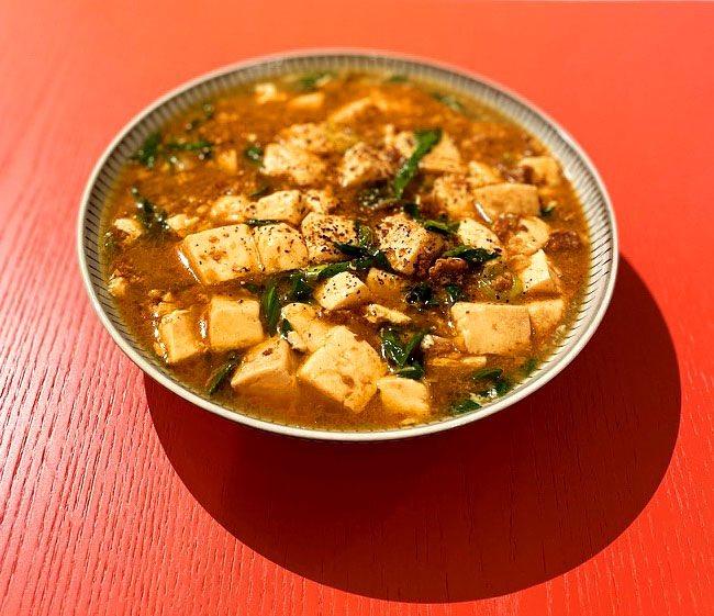 葉ニンニクの季節が到来したのでさっそく麻婆豆腐を作ってみたら、全然違かった。