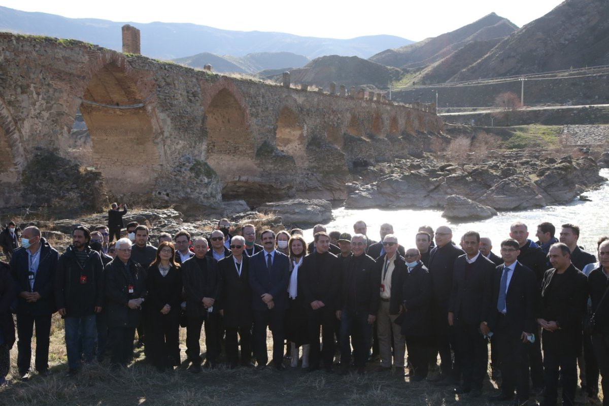 Family photo with diplomatic community on the shores of Araks river in the vicinity of XII century Khudafarin bridge in recently liberated Jabrayil region of #Azerbaijan.