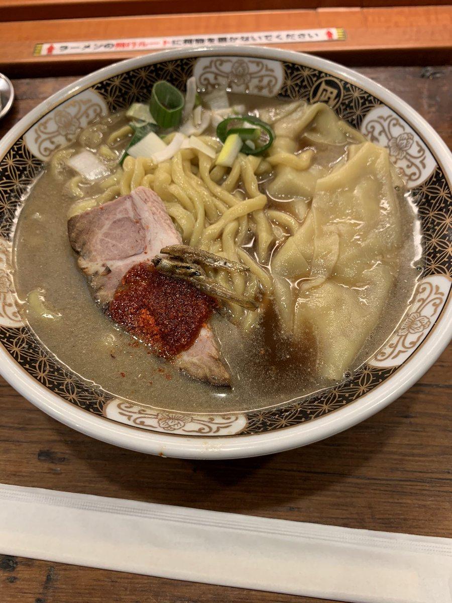 本日のお昼ご飯は、大宮駅前のラーメン凪🍜にしました。煮干しラーメンになります。大盛りです😁